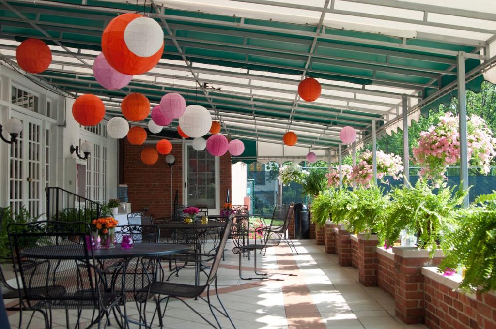 Glendale Lyceum patio sunporch porch paper lanterns wedding